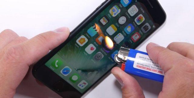 Test de resistencia del iPhone 7 mechero con pantalla