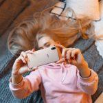 Los españoles incrementan en casi 2 horas y media el uso diario de su smartphone durante el confinamiento